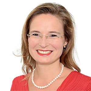 Dr. Julia Bommer